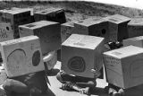 Students with homemade boxes watch the solar eclipse safetly through projection, 1984