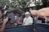 Journalists attempt to question Richard Jewell outside his apartment complex, 1996